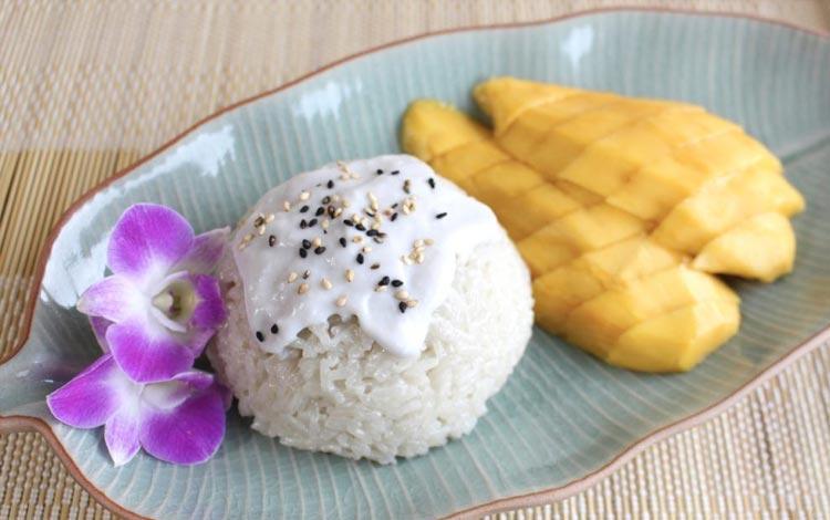 Daftar Street Food Terenak dan Terpopuler Dari Seluruh Dunia - Ketan Mangga, Thailand