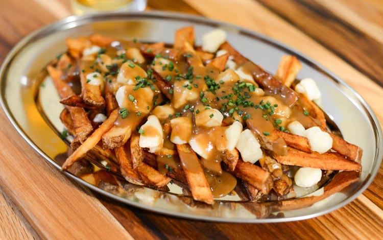 Daftar Street Food Terenak dan Terpopuler Dari Seluruh Dunia - Poutine, Kanada