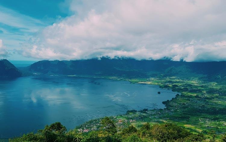 Danau Terindah Di Indonesia - Danau Maninjau, Sumatera Barat