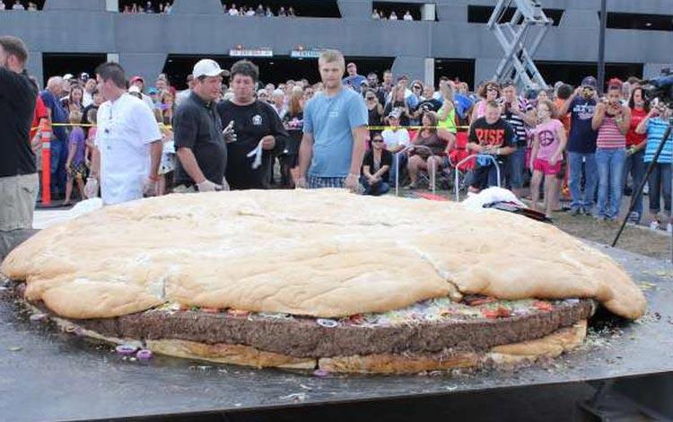 Deretan Makanan Dengan Ukuran Super Jumbo - Burger
