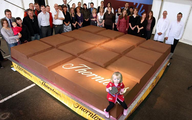 Deretan Makanan Dengan Ukuran Super Jumbo - Coklat Bar