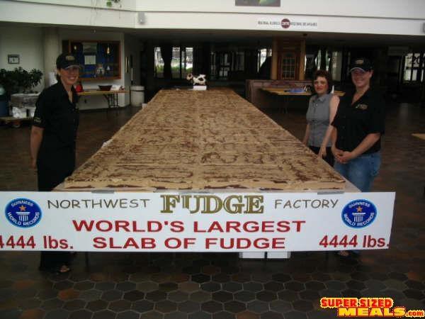 Deretan Makanan Dengan Ukuran Super Jumbo - Fudge