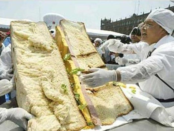Deretan Makanan Dengan Ukuran Super Jumbo - Sandwich