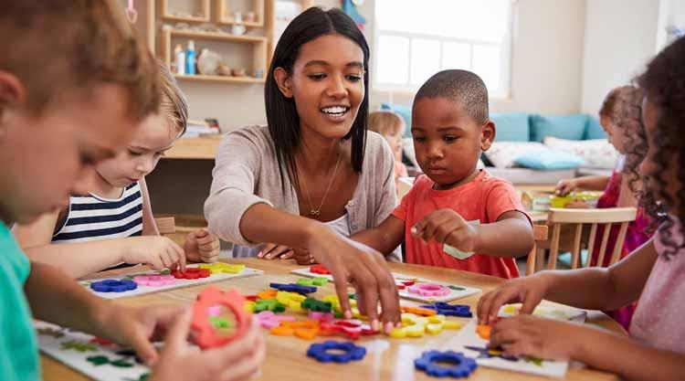 Ide-Usaha-Rumahan-Dengan-Modal-Kecil-Yang-Menjanjikan-Keuntungan-Besar-Jasa-Penitipan-Anak