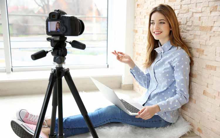 Ide-Usaha-Rumahan-Dengan-Modal-Kecil-Yang-Menjanjikan-Keuntungan-Besar-Menjadi-YouTuber