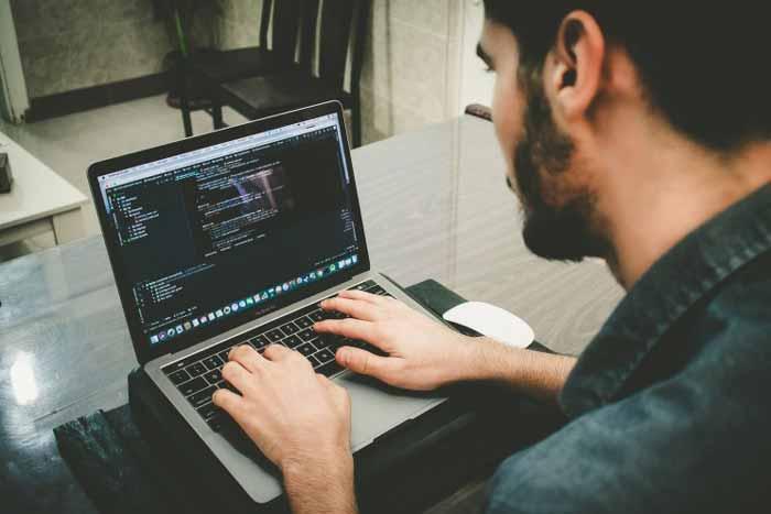 Ide-Usaha-Rumahan-Dengan-Modal-Kecil-Yang-Menjanjikan-Keuntungan-Besar-Web-Developer