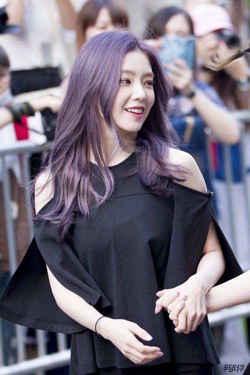Model dan Warna Rambut Artis Korea Yang Bisa Ditiru - Irene Red Velvet