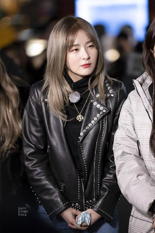 Model dan Warna Rambut Artis Korea Yang Bisa Ditiru - Seulgi Red Velvet