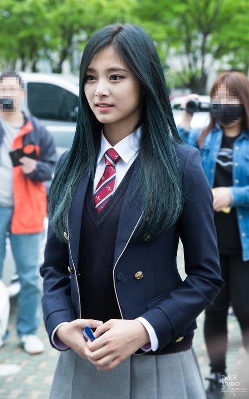 Model dan Warna Rambut Artis Korea Yang Bisa Ditiru - Tzuyu Twice