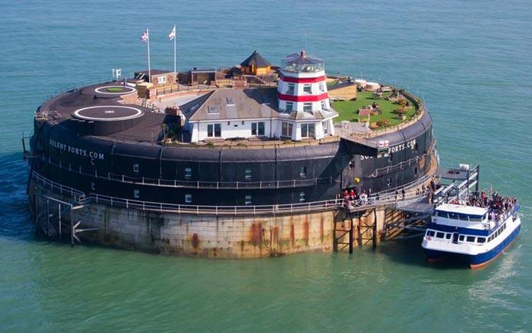 Daftar Hotel Terunik Di Dunia - No Man's Fort