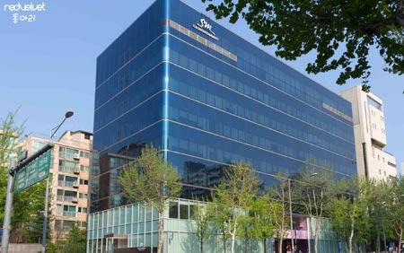Gedung Agensi Kpop Terbesar Di Korea Selatan - SM Entertainment