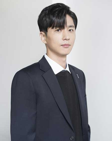 Daftar Pemain Drama Korea Romantic Doctor Kim Season 2 - Shin Dong Wook