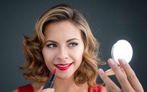 Merk Lipstik Untuk Bibir Hitam dan Kering