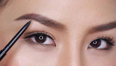 Tips-Makeup-Agar-Terlihat-Lebih-Muda