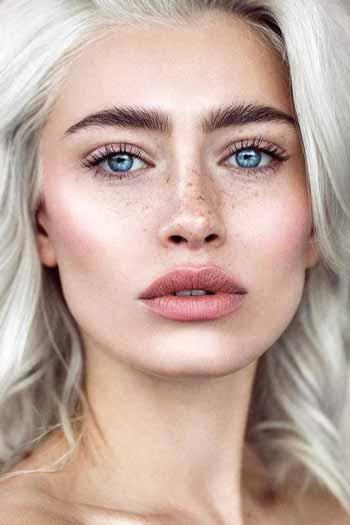 Trend-Makeup-2020-Alis-alami-yang-tebal