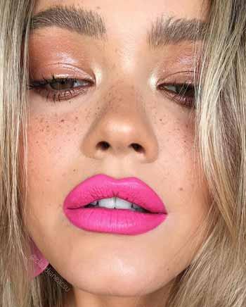 Trend-Makeup-2020-Lipstick-berwarna-hot-pink