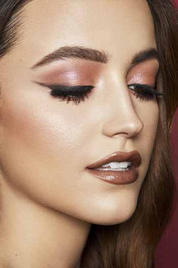 Trend-Makeup-2020-Lipstick-warna-cokelat