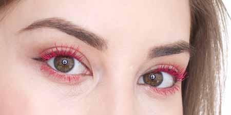 Trend-Makeup-2020-Maskara-berwarna-cerah