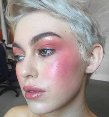 Trend-Makeup-2020-Pink-blush