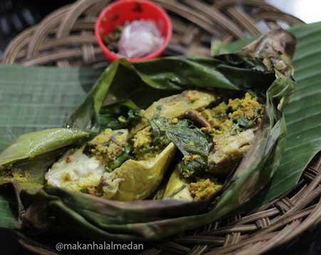Tempat Makan Yang Enak Dan Murah Di Medan - Menu Ayam Pepes Medan