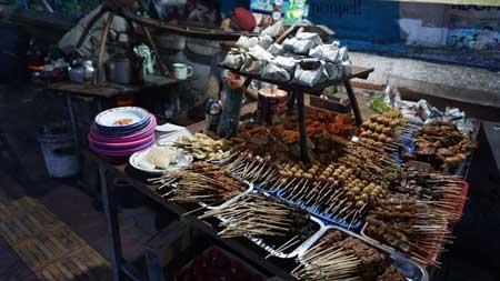 Tempat Wisata Kuliner Di Jogja - Menu Angkringan Lik Man