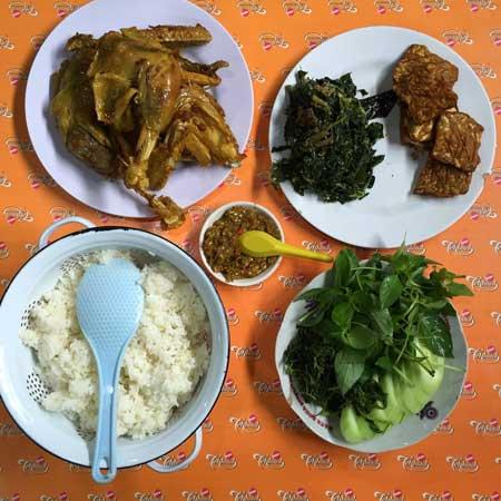 Tempat Wisata Kuliner Di Jogja - Ayam Goreng Mbah Cemplung