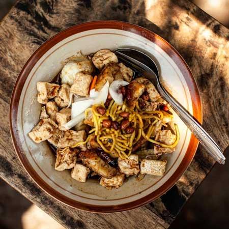 Tempat Wisata Kuliner Di Solo - Tahu Kupat Pak Brewok