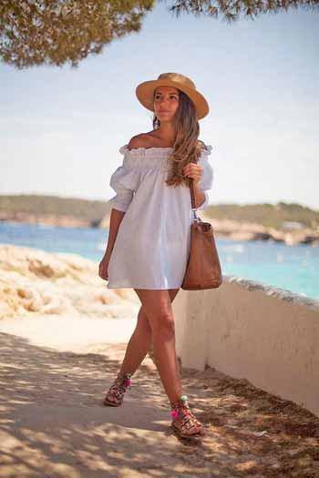 OOTD-Ke-Pantai-Untuk-Wanita-Yang-Simple-Dan-Anti-Ribet