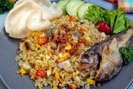 Jenis Nasi Goreng Yang Ada di Indonesia - Nasi Goreng Ikan Asin