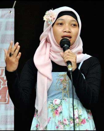 Komika Wanita Indonesia Terlucu - Yulyanikasih Doaussholiha