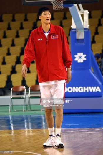Pemain Basket Tertinggi Di Dunia - Ri Myung Hun