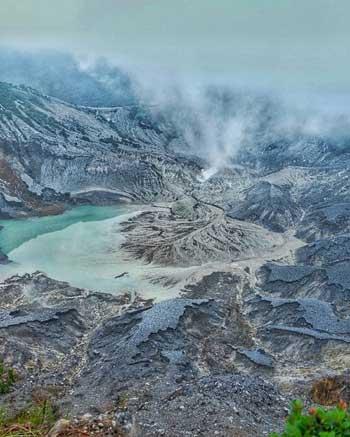 Tempat-Wisata-Terbaik-Di-Subang-Kawah-Gunung-Tangkuban-Perahu