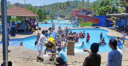Tempat-Wisata-Terbaik-Di-Subang-Kolam-Renang-Talaga-Warna