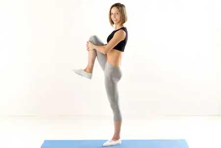 Berbagai Jenis Olahraga Ringan Yang Dibutuhkan Tubuh Setiap Hari - Berdiri dengan satu kaki