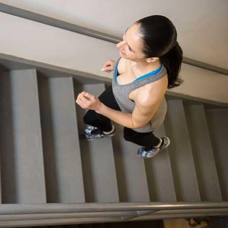Berbagai Jenis Olahraga Ringan Yang Dibutuhkan Tubuh Setiap Hari - Naik turun tangga