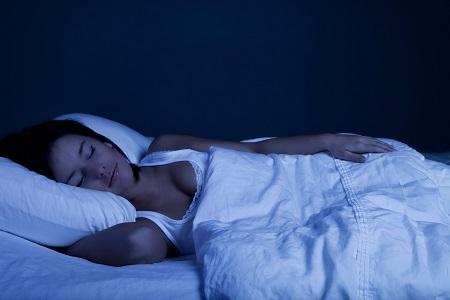 Cara Mudah Mengatasi Insomnia - Matikan sumber cahaya dan buat suasana kamar yang nyaman