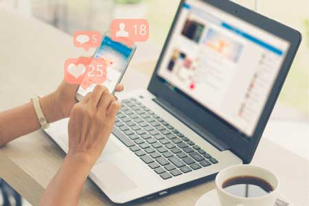 Daftar pekerjaan yang bertahan di tengah pandemi corona - Manajer Sosial Media