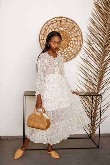 Inspirasi Warna Outfit Sesuai Dengan Warna Kulit Gelap - white