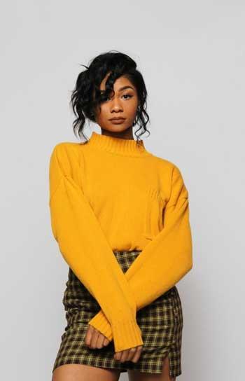 Inspirasi Warna Outfit Sesuai Dengan Warna Kulit Gelap - kuning