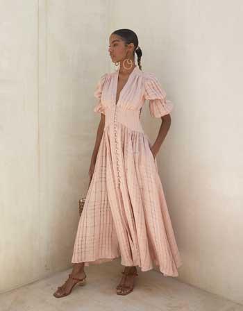 Inspirasi Warna Outfit Sesuai Dengan Warna Kulit Gelap - dusty pink