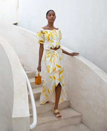 Inspirasi Warna Outfit Sesuai Dengan Warna Kulit Gelap - kuning summer look