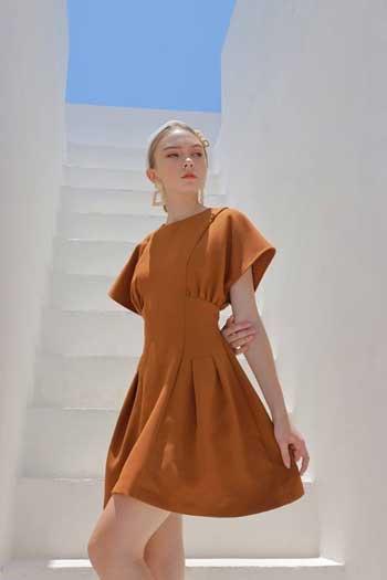 Inspirasi Warna Outfit Sesuai Dengan Warna Kulit Putih - Brown Color