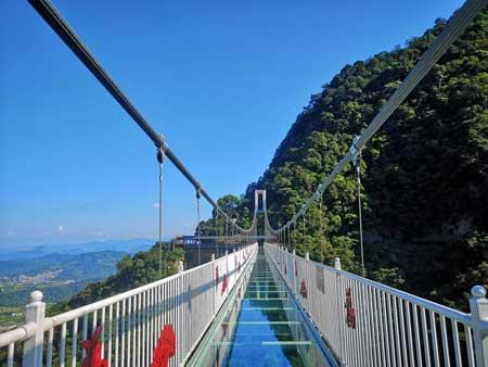 Jembatan Kaca - The Yunmenshan Glass Bridge
