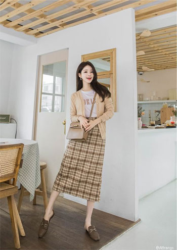 Inspirasi Outfit Kasual Wanita Yang Simple dan Minimalis