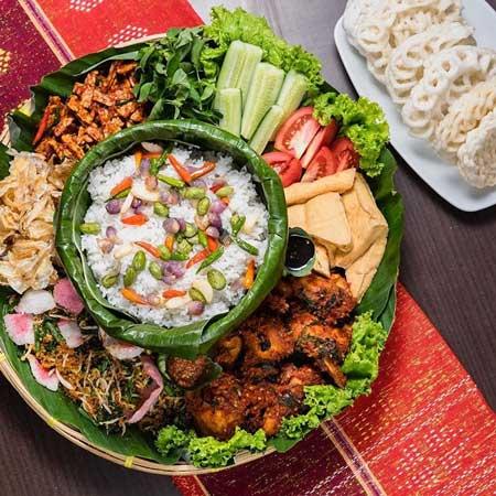 Makanan Khas Sunda Yang Lezat - Nasi Liwet