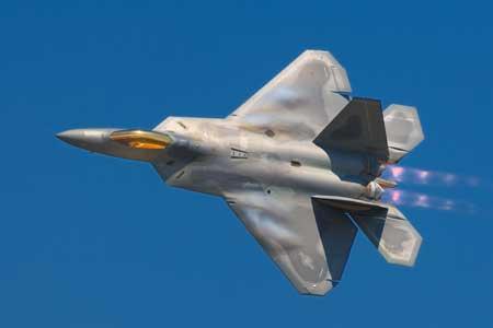 Pesawat Tempur Termahal Di Dunia - F-22 Raptor
