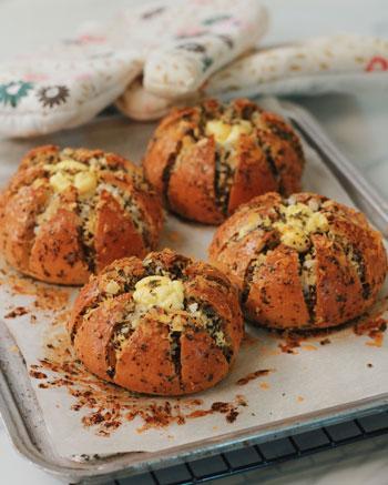Resep Kreasi Roti Panggang Yang Mudah Dan Lezat - Korean cream cheese garlic bread