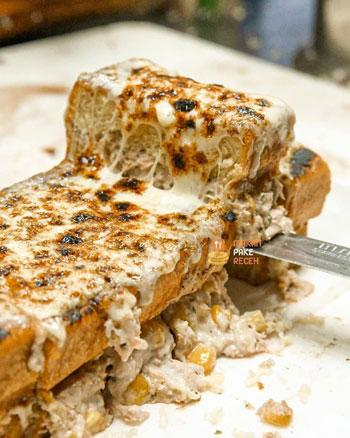 Resep Kreasi Roti Panggang Yang Mudah Dan Lezat - Roti panggang mozarella jagung manis