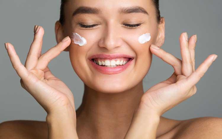 18 Skincare Untuk Menghilangkan Flek Hitam Pada Wajah Terbaik Blog Unik
