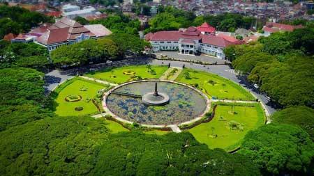 Tempat Wisata Malang Terbaru Dan Terpopuler - Taman Balai Kota Malang
